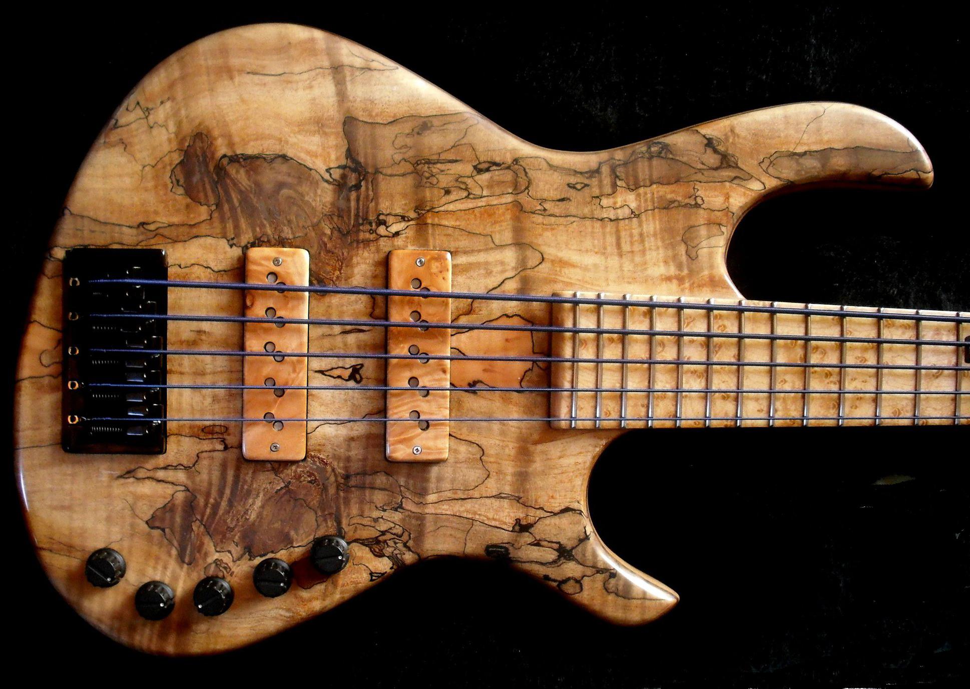 Entrevista a jcr luthier hablando en grave for Luthier guitarra electrica